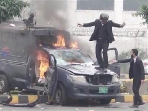 弁護士ら200人、からかわれた報復に病院を襲撃 病院患者3人死亡 パキスタン