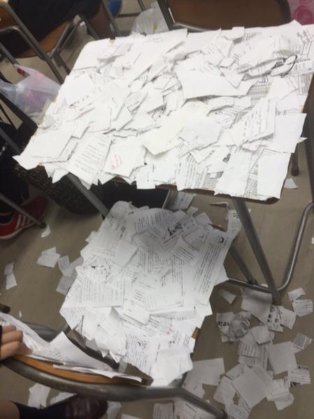 【画像】いじめで自殺未遂した女子高生の机と椅子が酷すぎる