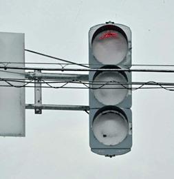 「うおぉぉこれからはLEDの時代じゃ!」→LED信号機、熱くならず雪とけず吹雪で真っ白に