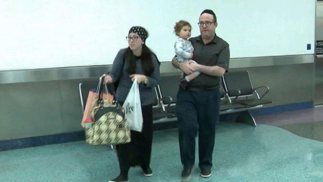 飛行機に乗った3人家族、「体臭がひどい」と苦情 その場で降ろされる