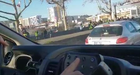 【動画】フランスのデモが怖すぎる…これ衝撃映像だろ
