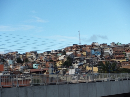【悲報】ブラジルのギャング、コロナのせいで暴走してしまう