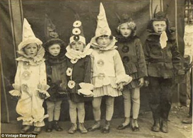 [画像] 100年以上前のハロウィンの衣装が不気味