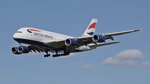 イギリス人「太った乗客の隣に12時間座らされて負傷した。訴えてやる!」 航空会社を提訴