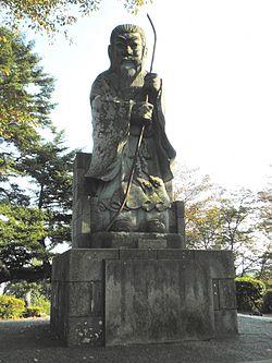 250px-Statue_of_Emperor_Keitai
