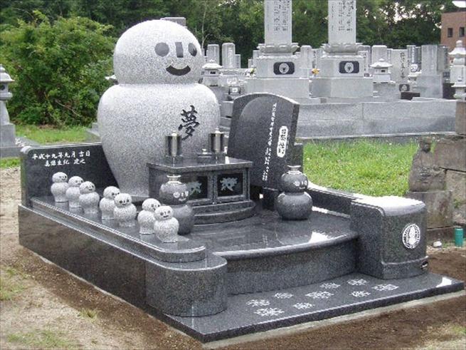 変わった墓0