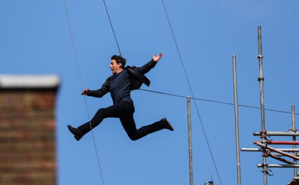 Tom-Cruise-building-jump