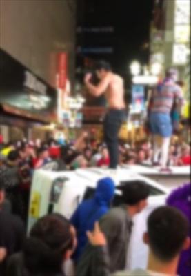 【朗報】渋谷ハロウィーンで軽トラを横転させた十数人、無事警察に特定される