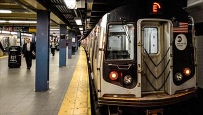 「レディース&ジェントルメン!」 LGBTへの配慮で使用禁止に NY地下鉄