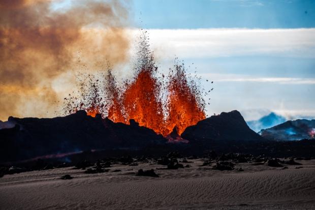 [動画]  アイスランドのバンダルブンガ火山 溶岩の大噴出が止まらない