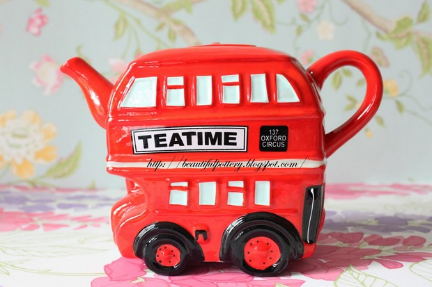 strange-abstract-teapots-Bus
