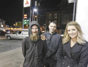 全米感動「ホームレスへの恩返し」助けられた女とホームレスのねつ造で両者逮捕