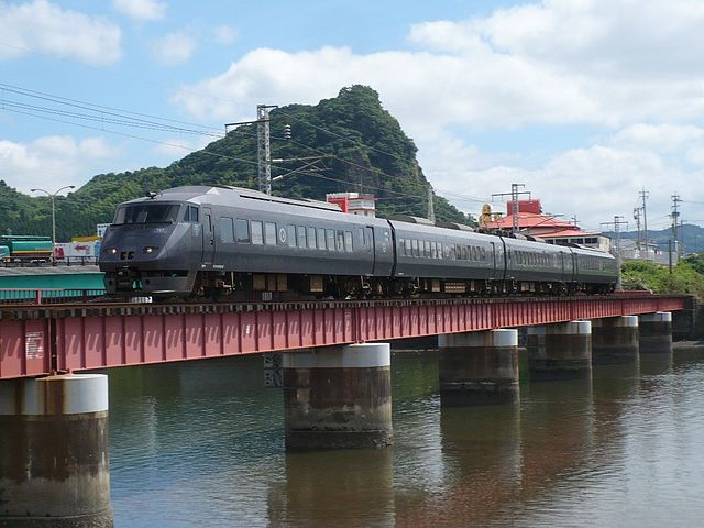 640px-787_Kirishima_Beppugawa_bridge