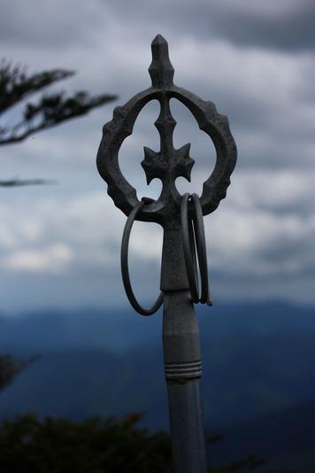 7534山頂の錫杖
