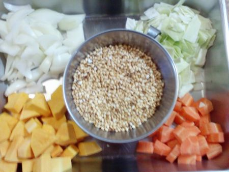 炒り玄米の野菜スープ材料