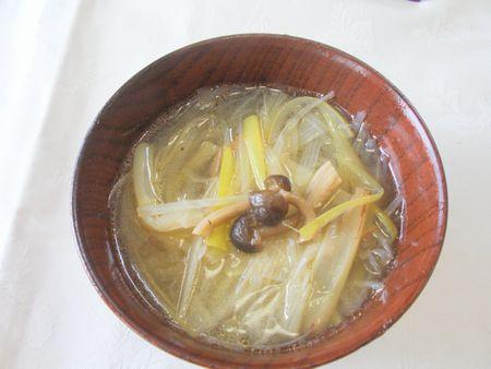 干しシメジと白ねぎ、春雨のスープ