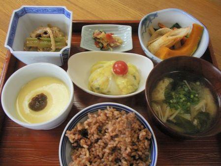 シンプル茶碗蒸し梅干添え3月29日