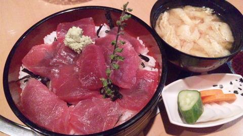 三楽:①まぐろ赤身鉄火丼1250円150802