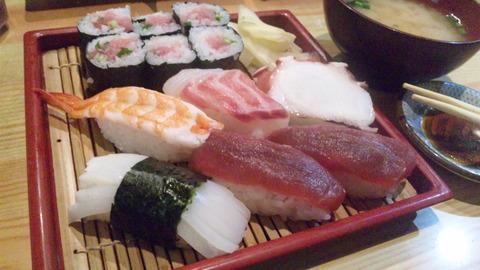 亀寿司:①にぎりすし750円全景160508