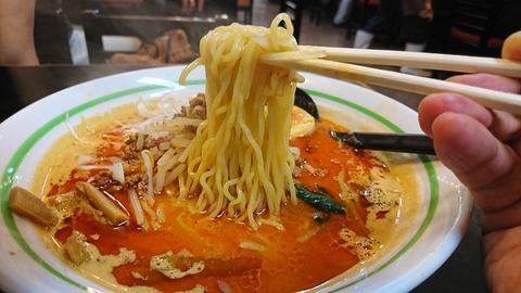 ピリカ:⑧麺を箸で摘まんで170809