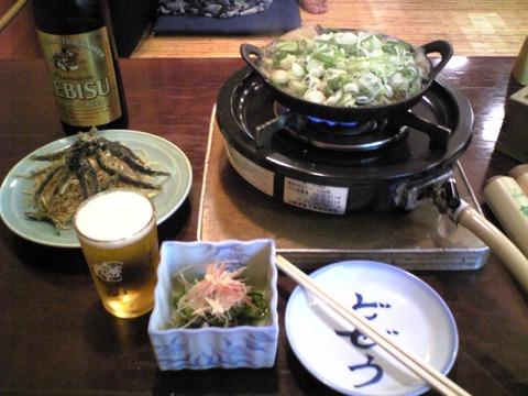 飯田屋:?丸鍋唐揚げ酢の物全景100801