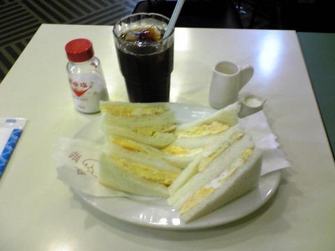 COFFEE HATOYA:?アイスコーヒー400玉子サンド600全100718