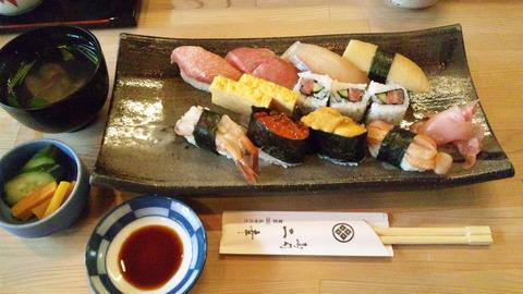 二幸寿司:②特上握り2420円全景110415