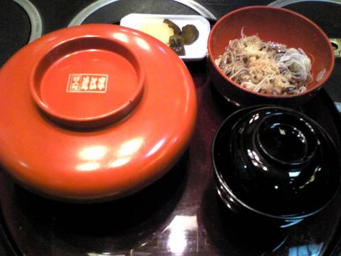 近江家:①かつ丼1000円椀子蕎麦付蓋姿全景100226