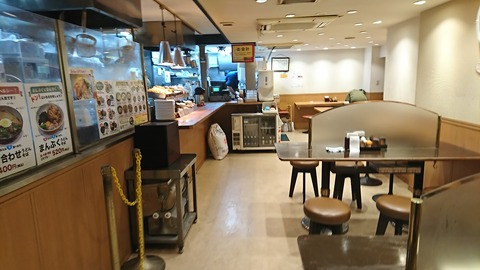 金町うどん:店④入口から店内200131