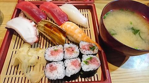 亀寿司:①にぎりすし750円191215