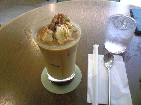 Cafe Comfort:①アイス黒糖カフェオーレ630円全景100912