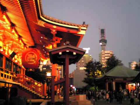 100925浅草寺観音堂横から見たスカイツリー