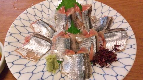 おかべ:①秋刀魚の刺身800円全景150829