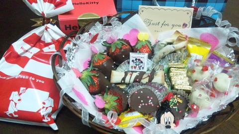 バレンタイン①チョコ籠盛とプレゼント全景120216