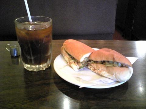 喫茶珈生園:?アイスコーヒーとホットドック750円全景100718