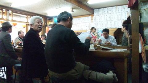 居酒屋高橋:店③厨房とカウンター席110306