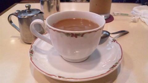 カフェカリオカ:①ホットコーヒー400全景150404