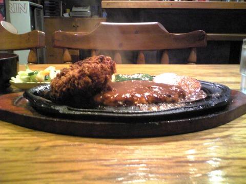 洋食ステーキやまぐちさん:?カニコロバーグ1050横景100621