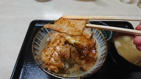 昇龍:⑩豚肉を箸で摘まんで190905