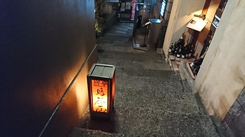別亭鳥茶屋:店②階段の路上行灯180209