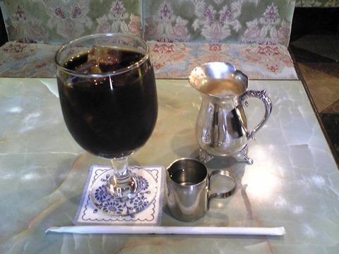 珈琲王城:?アイスコーヒー550円全景100805