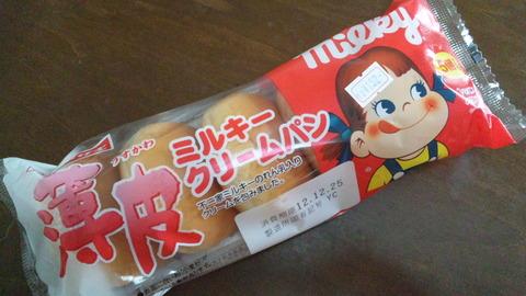 薄皮ミルキークリームパン152円①袋姿121223