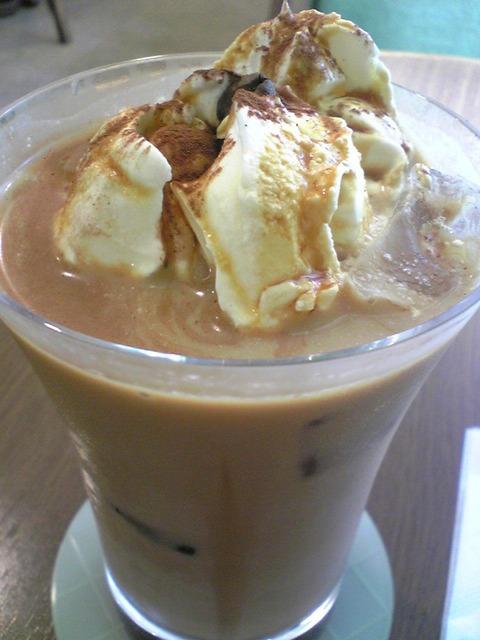 Cafe Comfort:②アイス黒糖カフェオーレ630円拡大100912