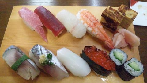 勝の家:①地魚入り上寿司2300円全景120204