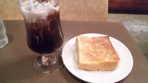オンリー:①アイスコーヒー440トースト全景160321