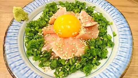 鳥良商店:③鶏炙りユッケ刺し499円181118