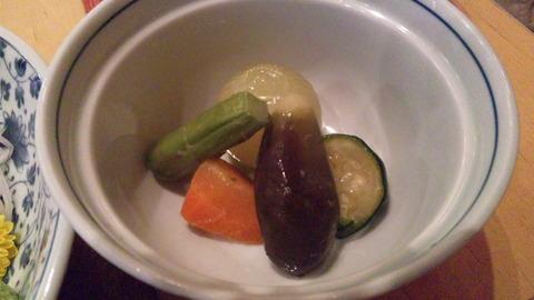 清寿司:②雪コース3800円野菜の煮物110503