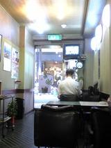 COFFEE HATOYA:店?奥から見た入口方向100718