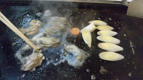 ざいご:①カキバター700円を焼く120225