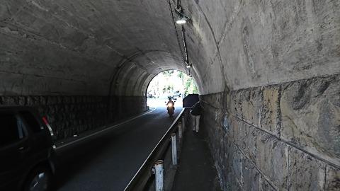 熱海③:02神社手前のトンネル190925